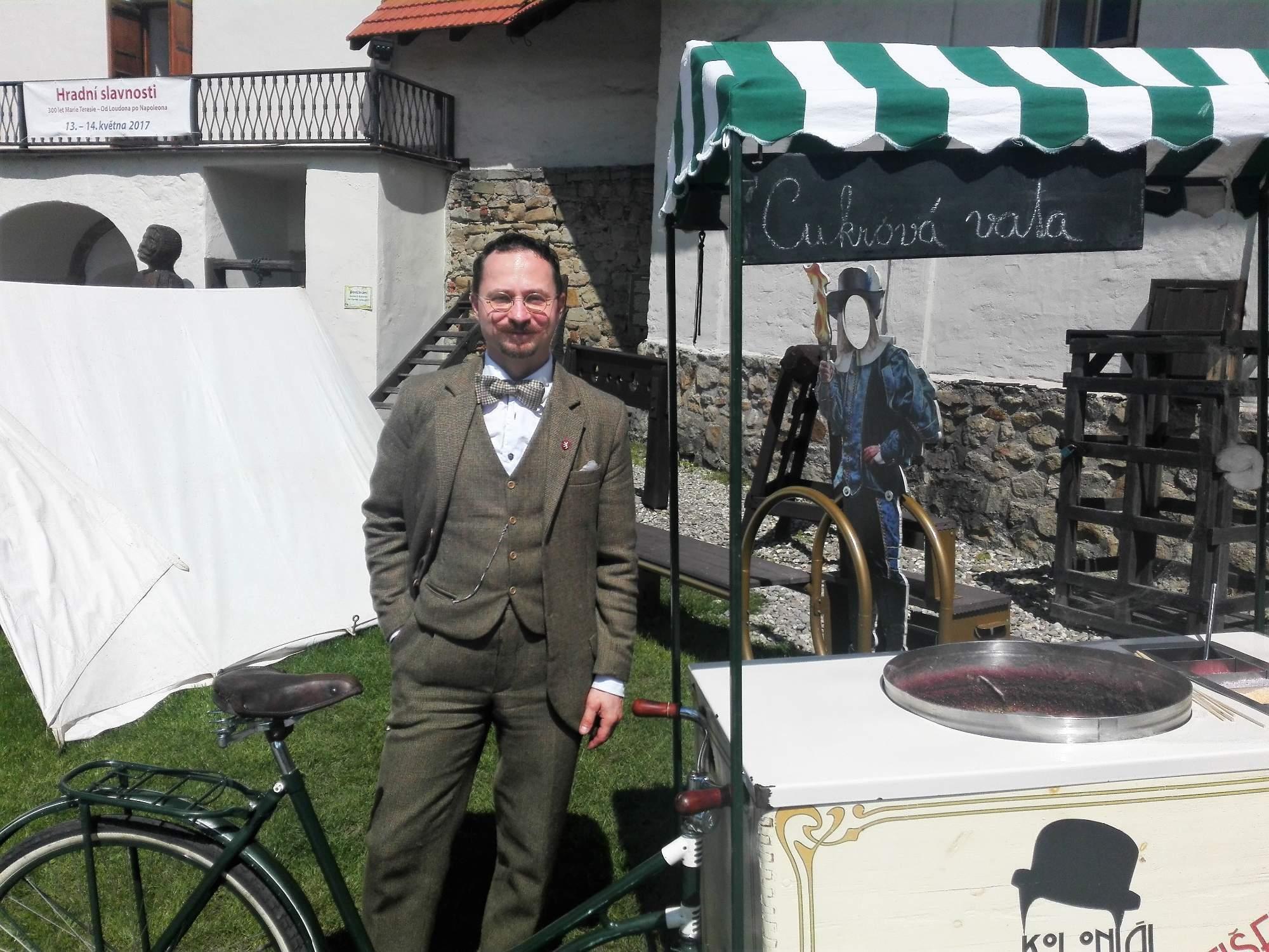 František Petrovič se svým sladkým kolem. Foto: Dominika Vrbecká