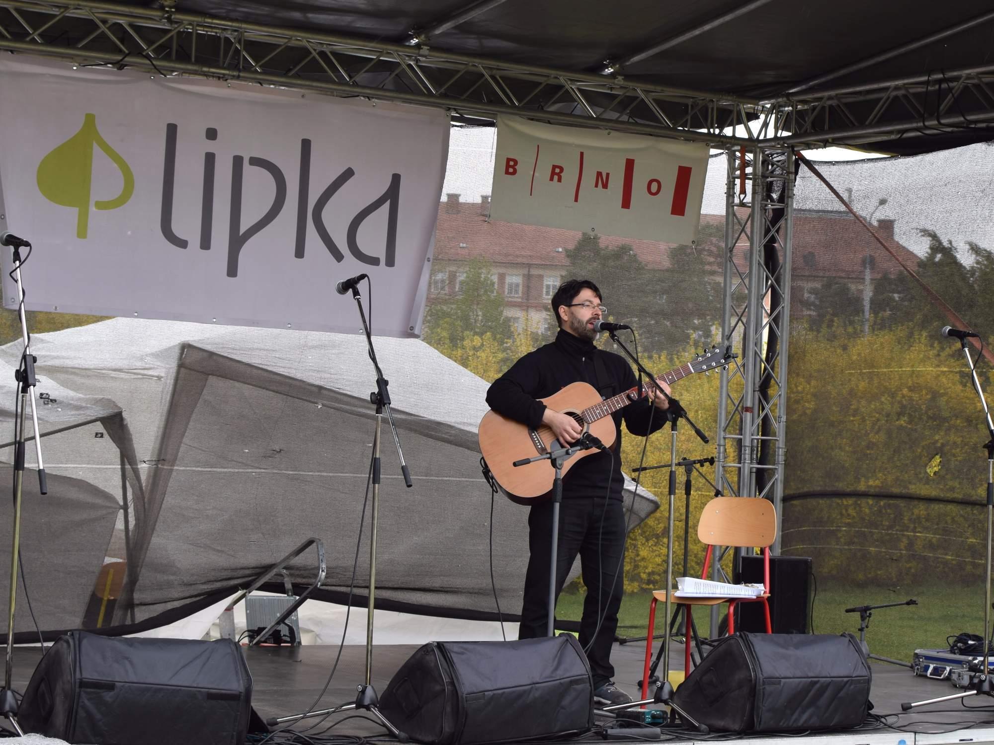 Akustické vystoupení hudebníka Richarda Lanka. Foto: Lenka Jebáčková