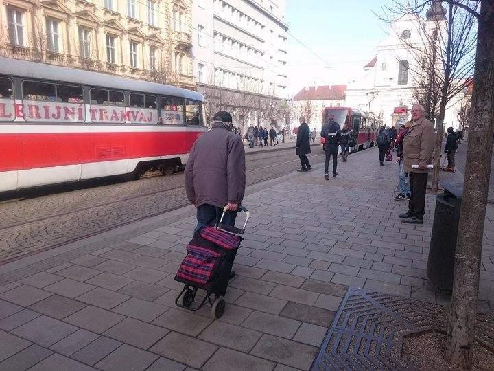 Důchodci tvoří v Brně nezanedbatelnou část obyvatel.