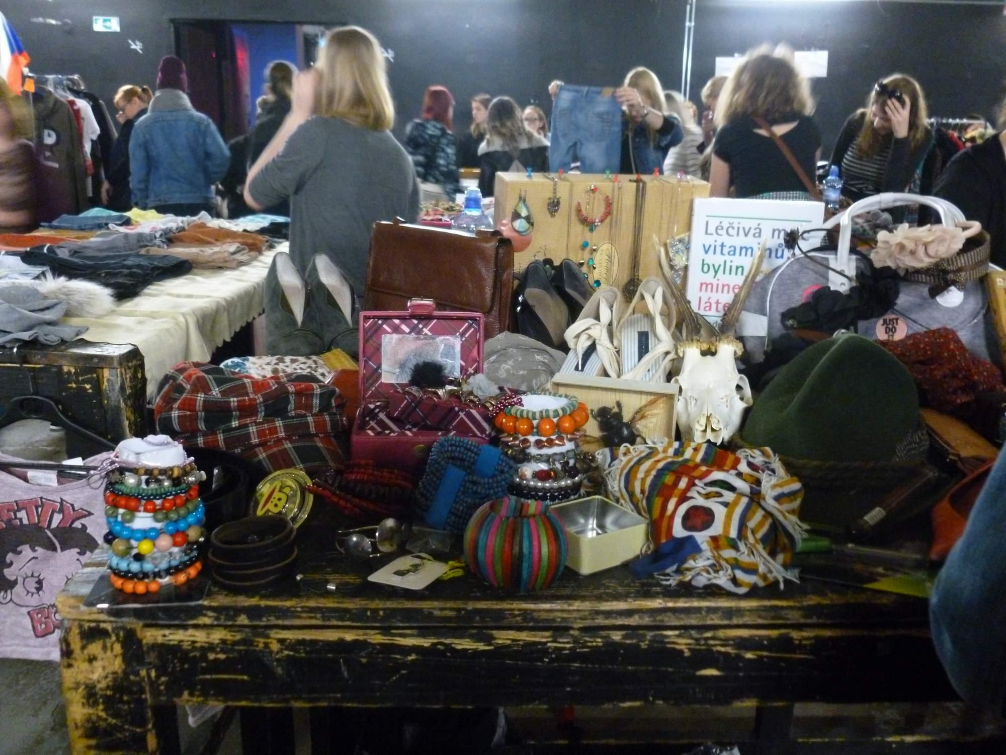 Lidé prodávali různé zboží, které jim bylo líto vyhodit. Foto: Kristýna Hortvíková