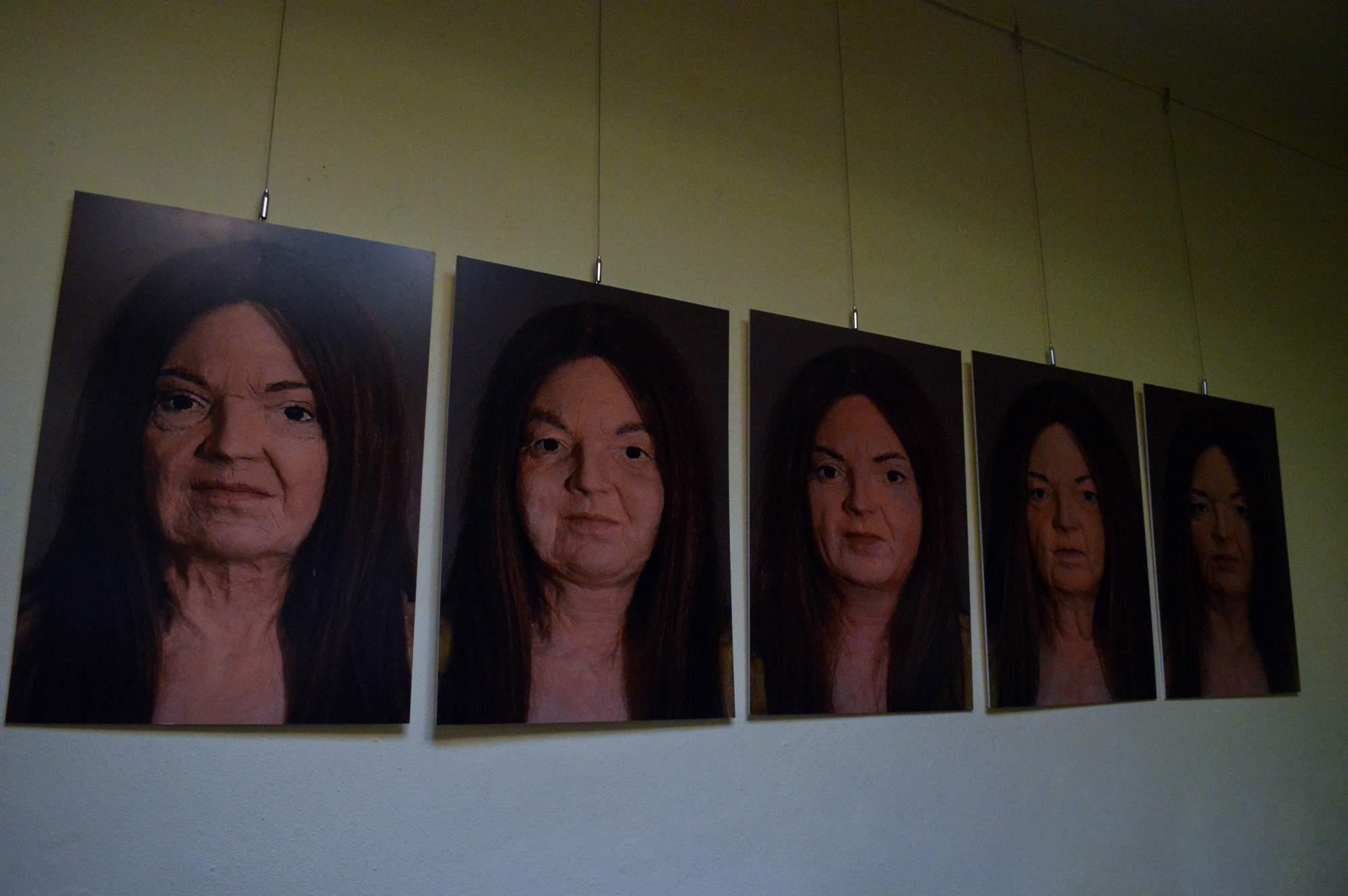 Pět životních příběhů vymodelovala na své soše Eva Lukešová. Autor: Eva Bartáková