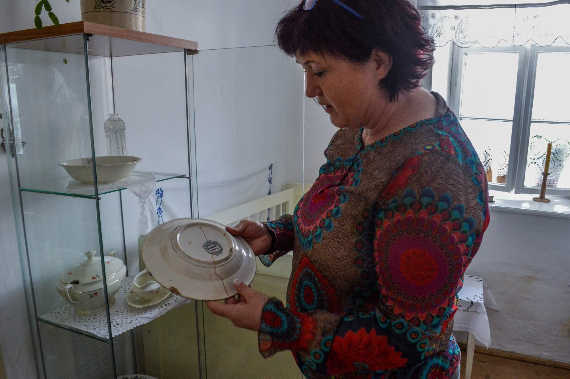 Jeden z nejvzácnějších exponátů Krumvířského muzea je malovaný talíř z dílny Antonína Novotného