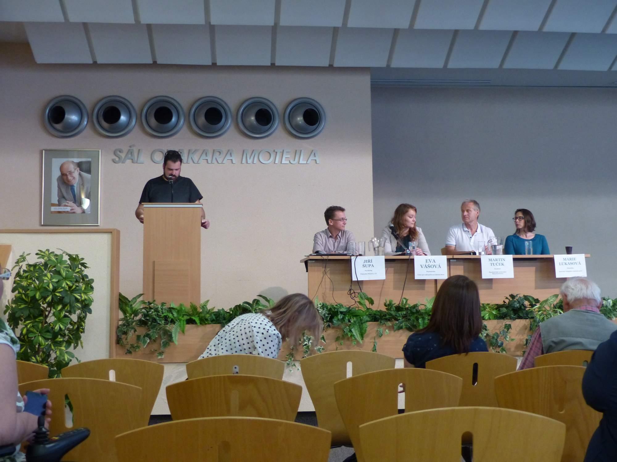 Sestava diskutujících. Foto: Tereza Kučerová