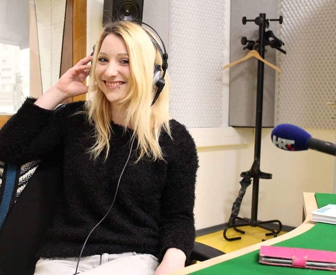 Valentina in radio station