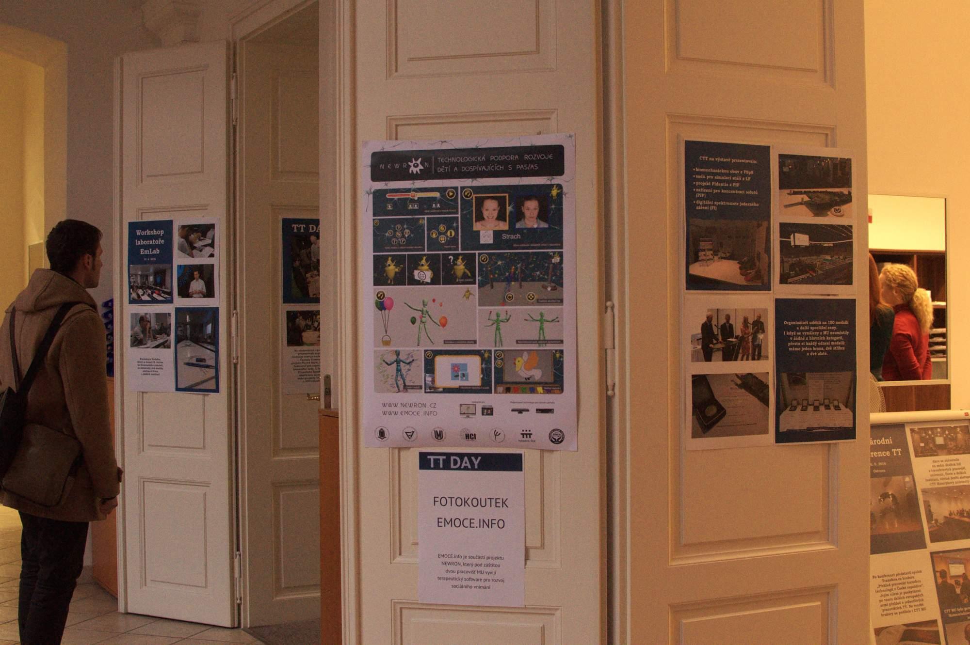 Na plakátech se návštěvníci podívali, který projekt je za dveřmi čeká. Foto: Michaela Nárožná