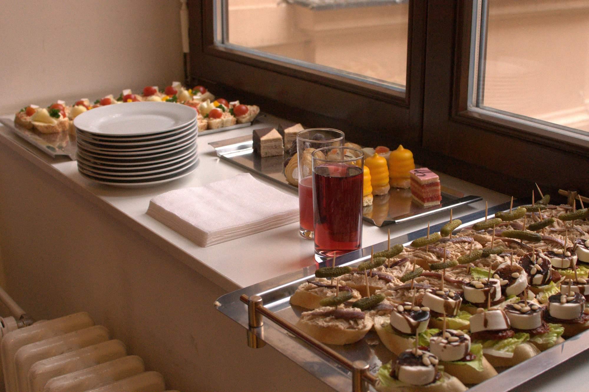 Pracovníci Centra připravili pro návštěvníky občerstvení. Foto: Michaela Nárožná