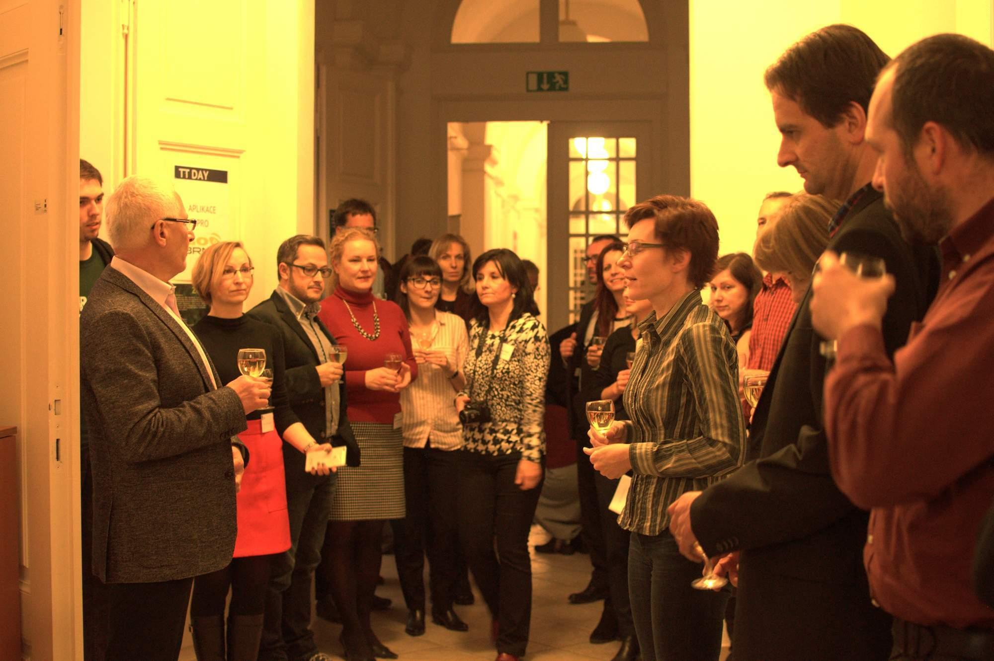 Ředitelka Centra, Eva Janouškovcová, pronáší přípitek. Foto: Michaela Nárožná