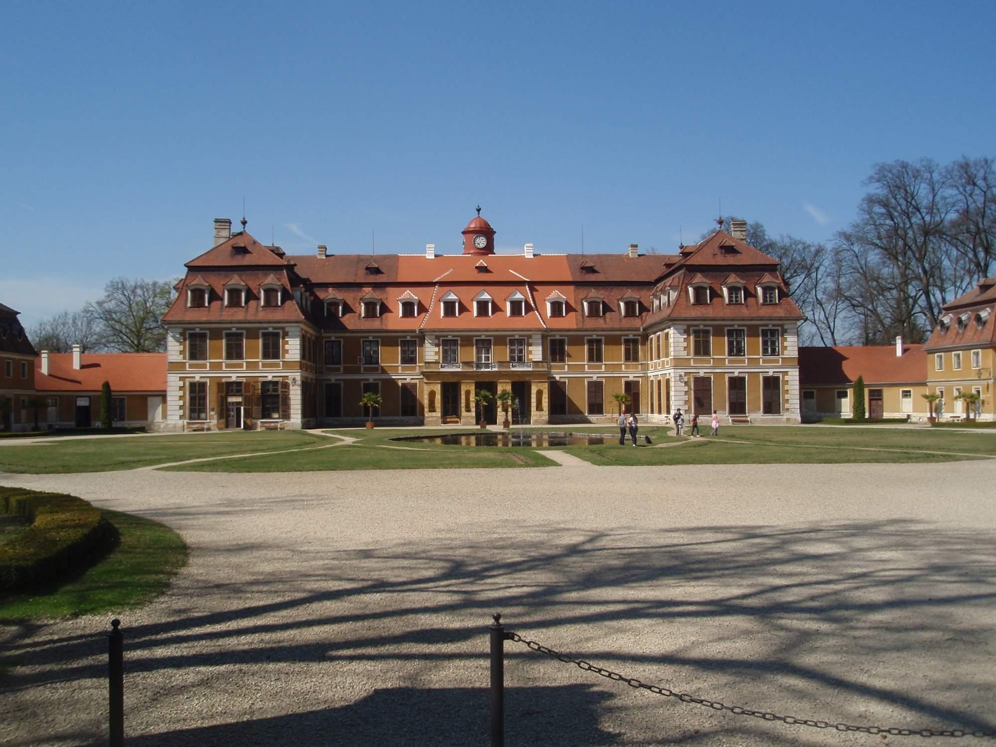 Na zámku v Rájci nad Svitavou se začínají objevovat první turisté. Foto: Marie Majdičová