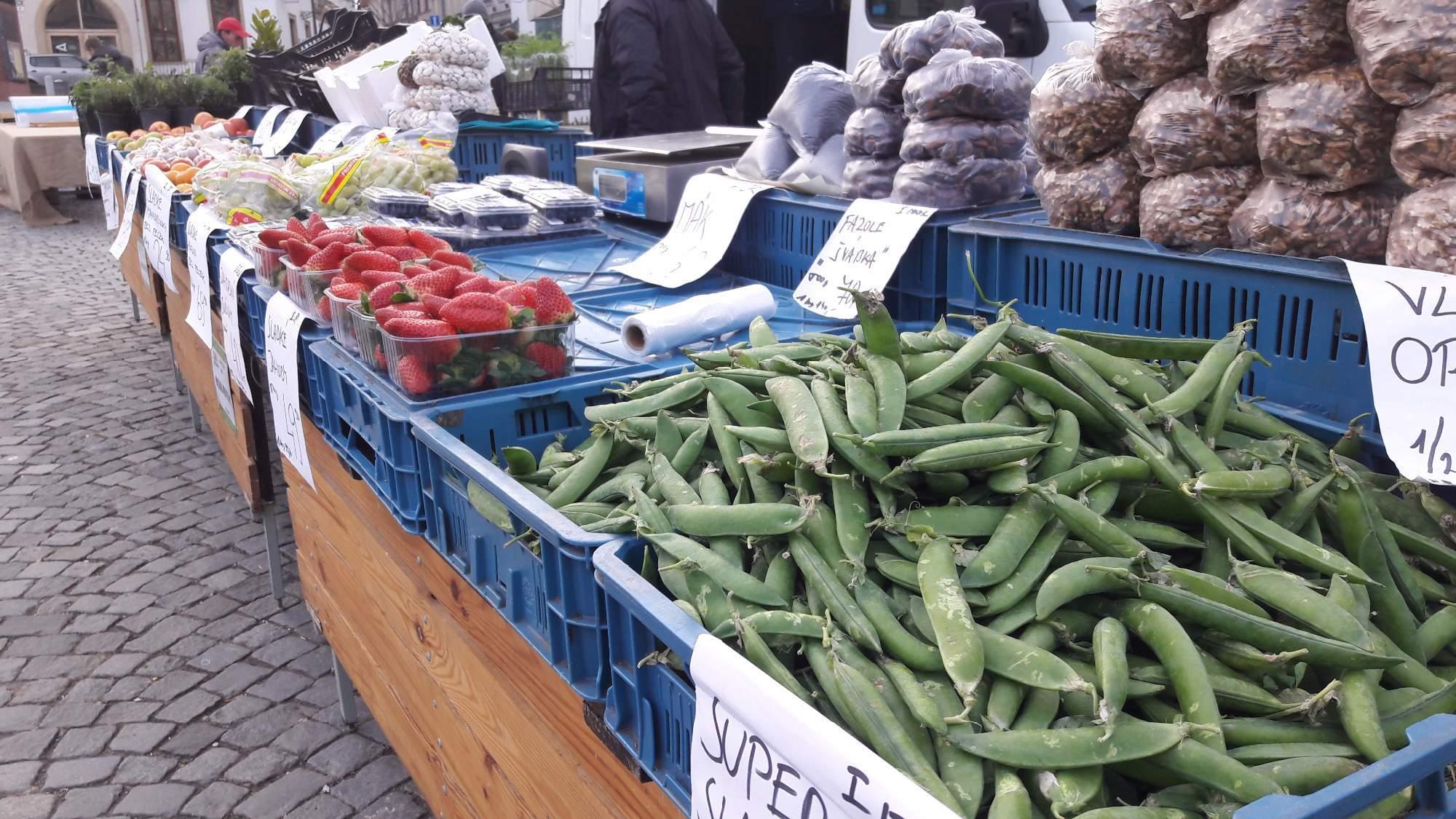 Prodejci na Zelném trhu své zboží zatím nabízejí pod širým nebem. Foto: Pavlína Černá