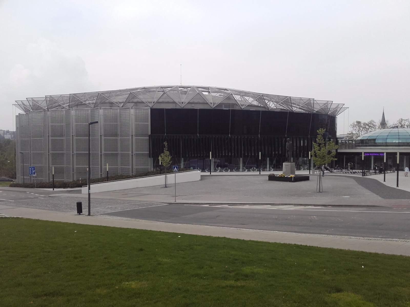 Budova, kde zlínská filharmonie sídlí, je dílem architektky Evy Jiřičné. Autor: Jan Navrátil