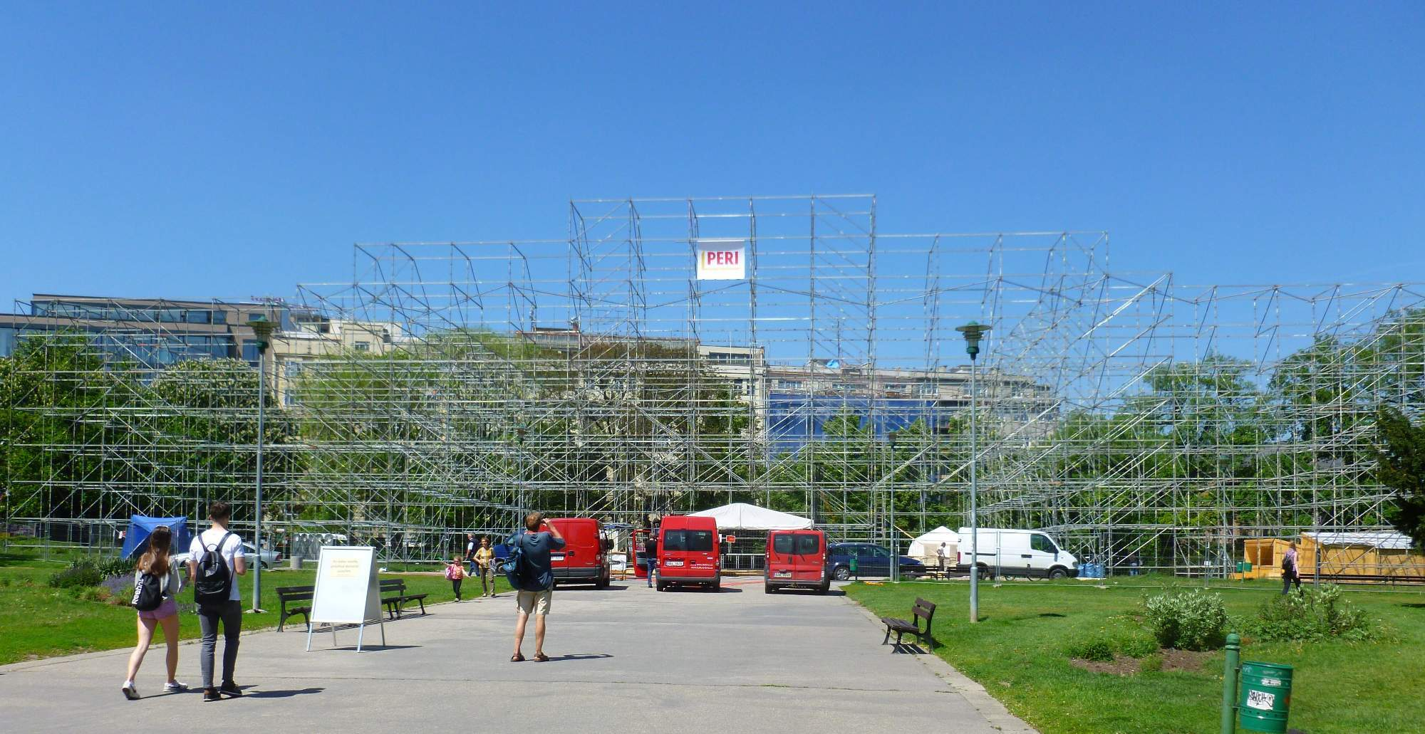 Konstrukce postavená pro účely festivalu na Moravském náměstí. / Foto: Kristýna Hortvíková