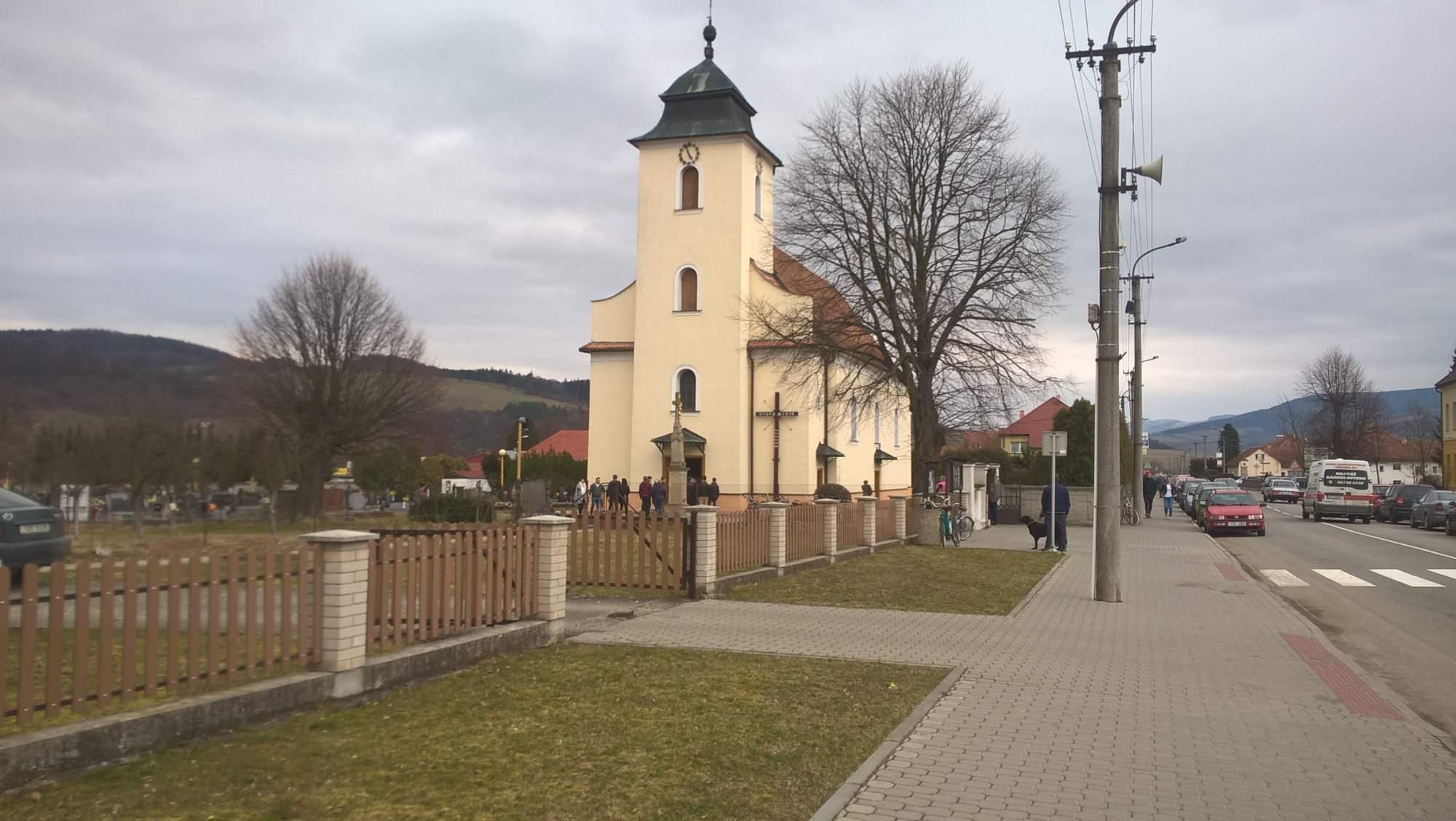 Kostel sv. Josefa ve Štítné nad Vláří před velkopáteční mší