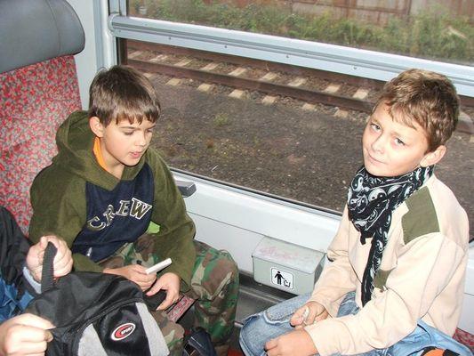 001 Ve vlaku - Cesta nebyla dlouhá, stihli jsme jen začít celodenní hru s kartičkami, vítězství bylo jasně Borisovo, ale to předbíhám