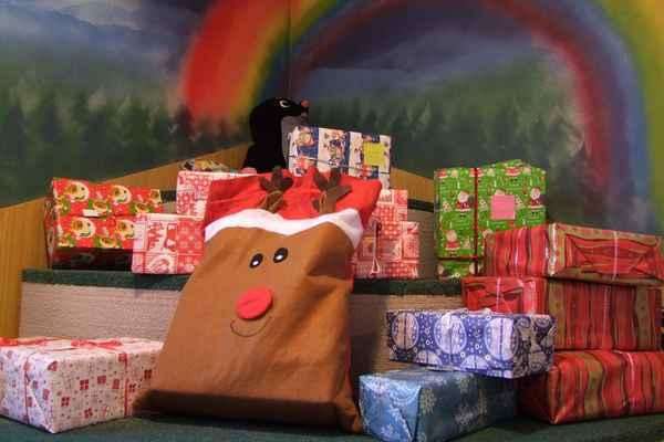 Dárkové depo v Černilovské knihovně - vánoční krabice 2016