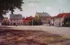 Heřmanův Městec - Náměstí s fontánou před zámkem.