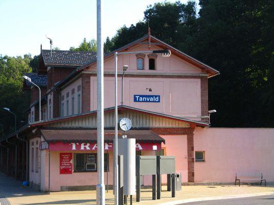 do Tanvaldu busem a odsud vlačkem do Harachova