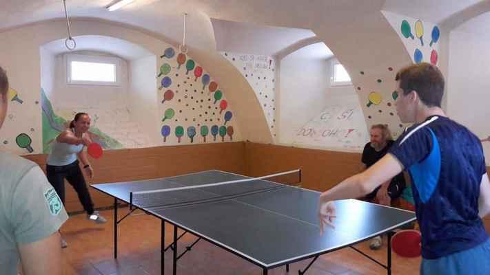 90 Šestý ročník turnaje v ping-pongu na faře v Jirkově.