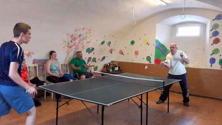 92 Tradičně se turnaj koná ve farním suterénu (dříve spižírna).
