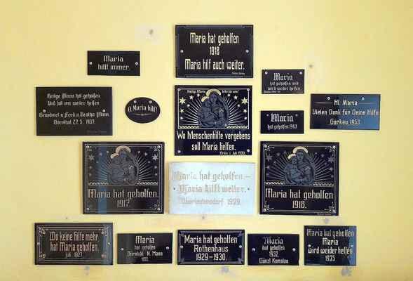 58 votivní tabulky jsou umístěny ve zvonici kostela Panny Marie na Květnově.