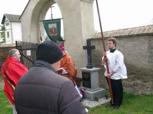 29 na hřbitově