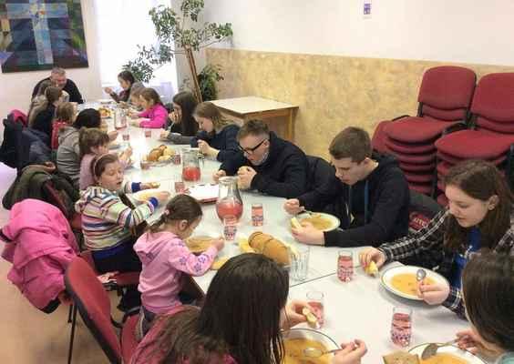13 Společné jídlo na arciděkanství v Liberci.