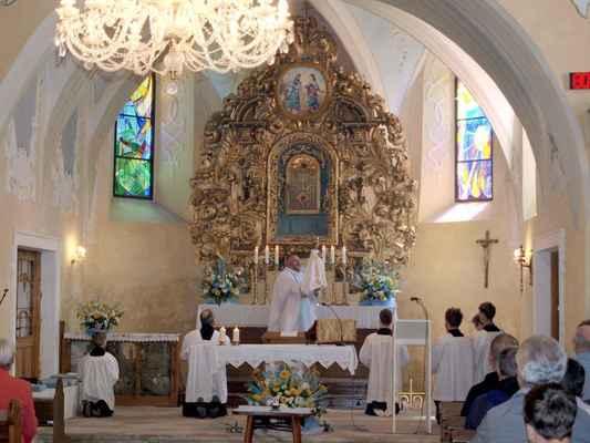 79 v kostele na Květnově při mariánské pobožnosti