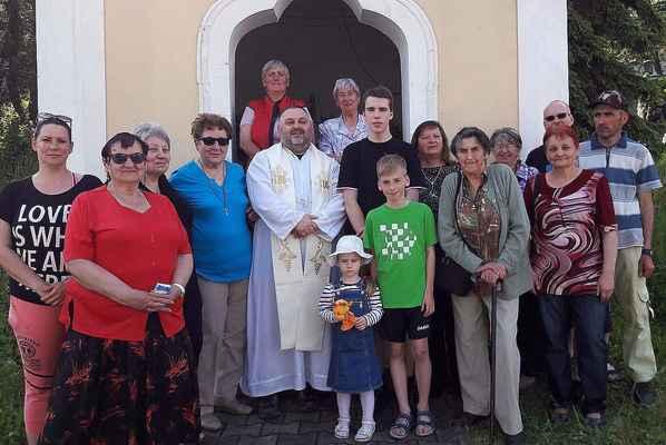 53 před kaplí ve Vinařicích (Jirkov)