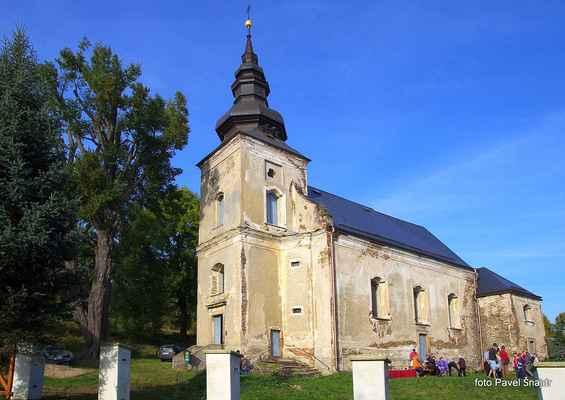 108 kostel v Blatně u Chomutova čeká na svou poutní slavnost