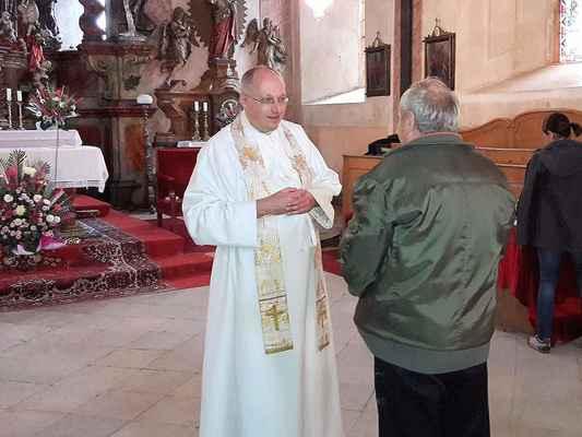 117 novokněžské požehnání uděloval Cyril Tomáš Matějec individuálně a na památku obrázek