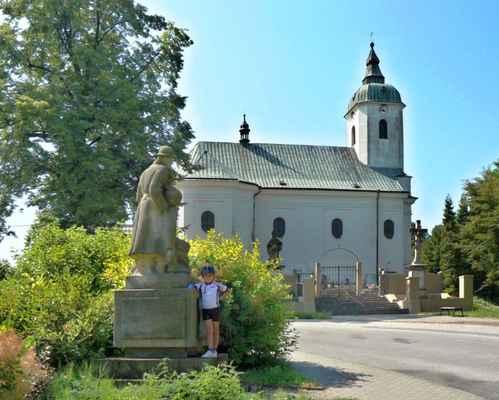 Před pomníkem padlých v 1. světové válce